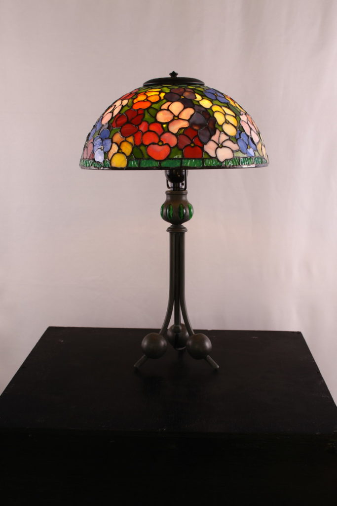 ポップでカラフルな色合いのステンドグラスランプ|glass N.