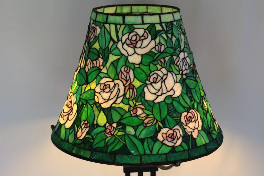 ピンクのバラとグリーンが美しいステンドグラスランプ glass N.