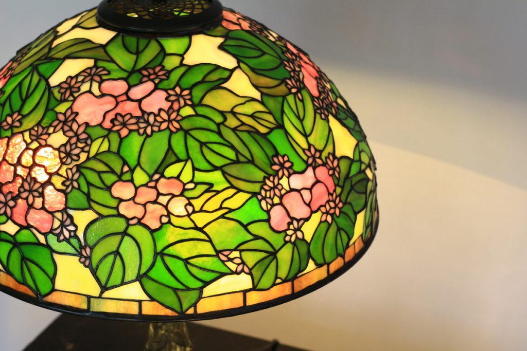 かわいらしい色合いのステンドグラスランプ|ピンク・黄緑・グリーン glass N.