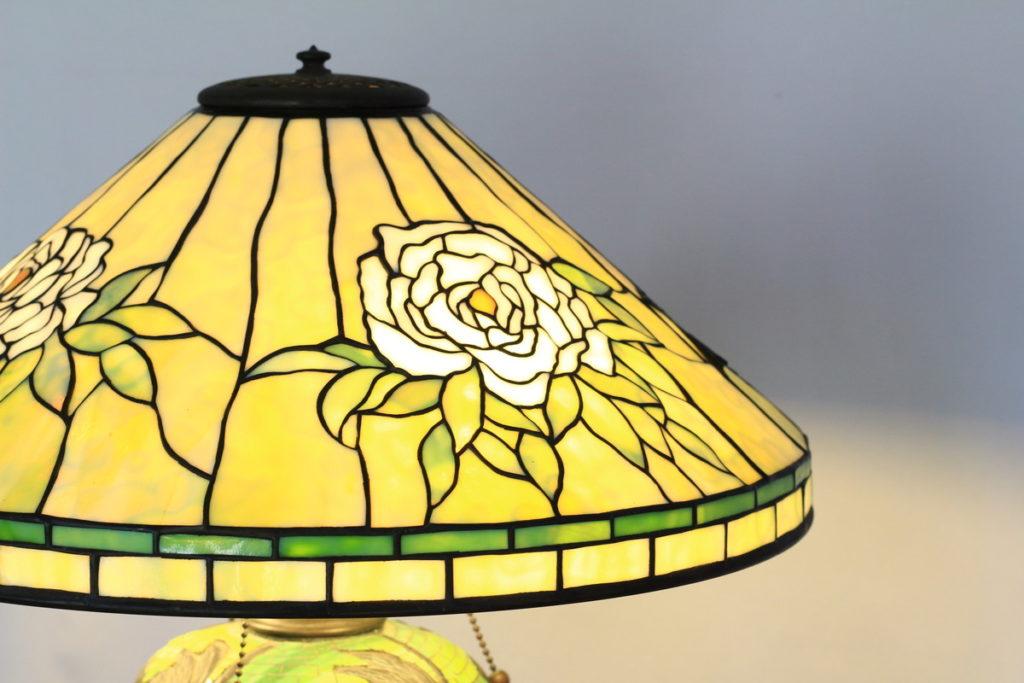 シンプルでエレガントな色合いのステンドグラスランプ|glass N.