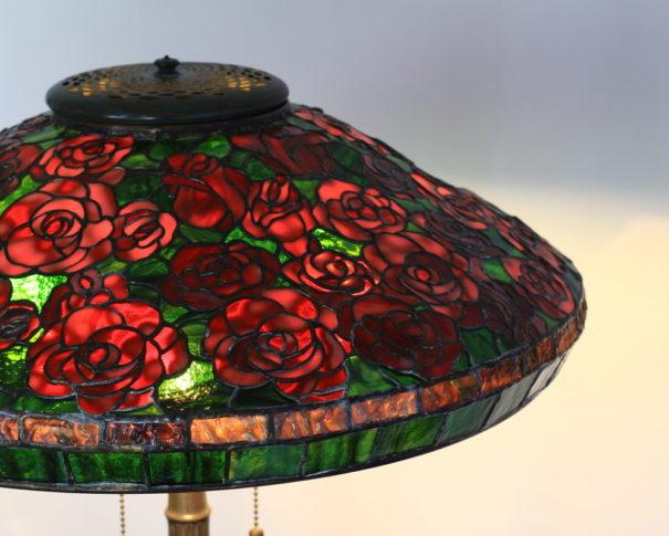 真紅の薔薇が素敵なステンドグラスランプ|レッド・グリーン glass N.