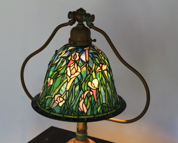 カラーが伸びやかに咲くアンティークステンドグラスランプ|白・青・緑 glass N.