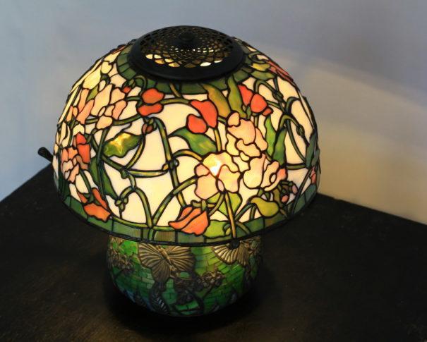 丸い形がかわいいアンティークステンドグラスランプ|白・ピンク・グリーン glass N.