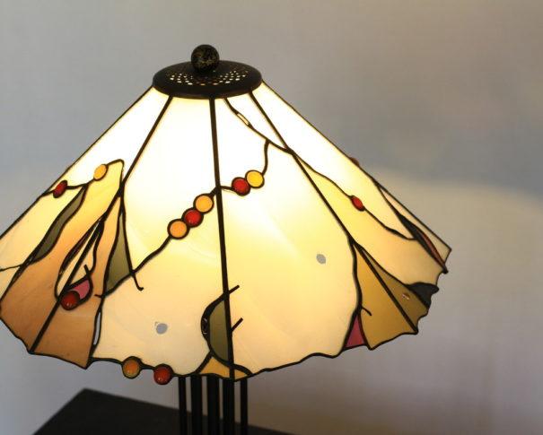 アースカラーでシックなデザインのステンドグラスランプ glass N.