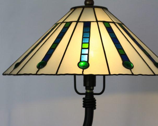 レトロなデザインのアンティークステンドグラスランプ 白・青 glass N.